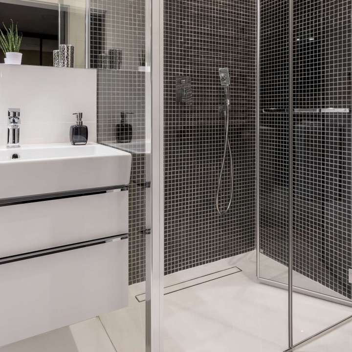 Bathroom in black and white with walk in shower